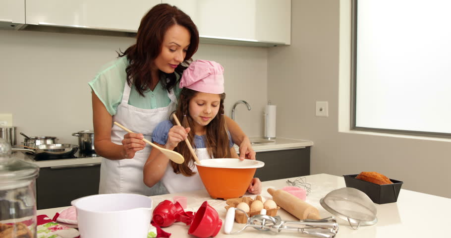 bake a cake for mommy on mothers day