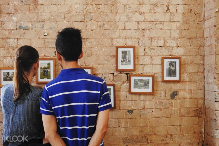 Art Galleries visit by couple