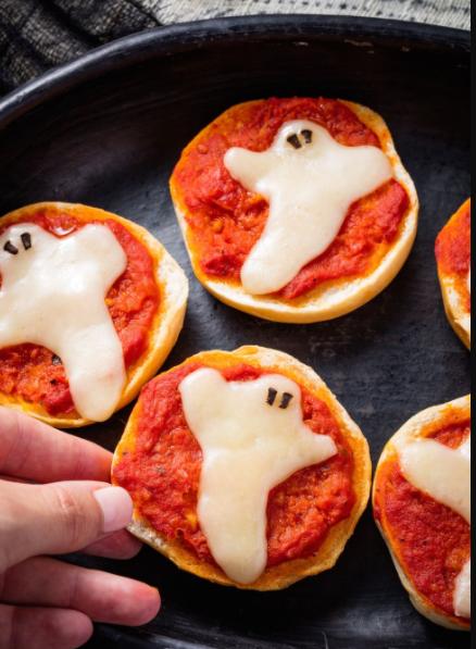 Spook Pizza Bagels